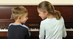"""""""Πρώτα το πιο σπουδαίο..."""" (για τις εξωσχολικές δραστηριότητες των παιδιών)"""