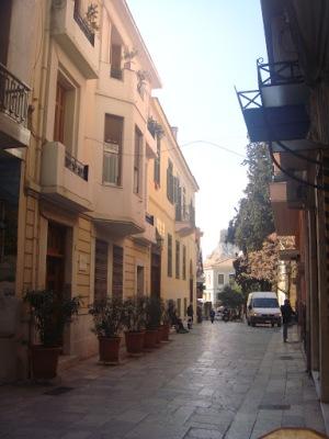 Κυδαθηναίων 9 είναι το σπίτι όπου ζούσε ο Γεώργιος Σεφέρης, όταν ήταν στην Ελλάδα, και από πάνω ζούσε η αδελφή του Ιωάννα με τον σύζυγό της Κωνσταντίνο Τσάτσο.